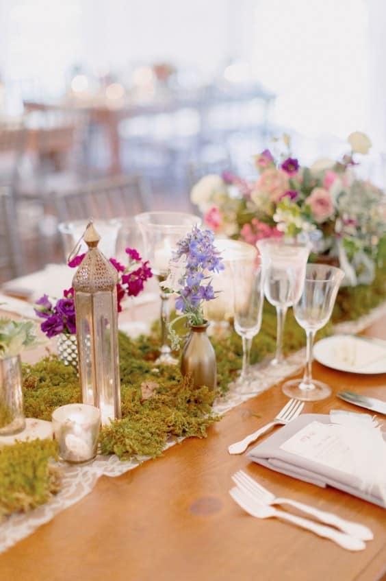 musgo-boda-centro de mesa-y-musgo-boda-tablescape-table-ideas-min