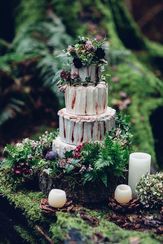 rústico-musgo-pastel-de-bodas-min