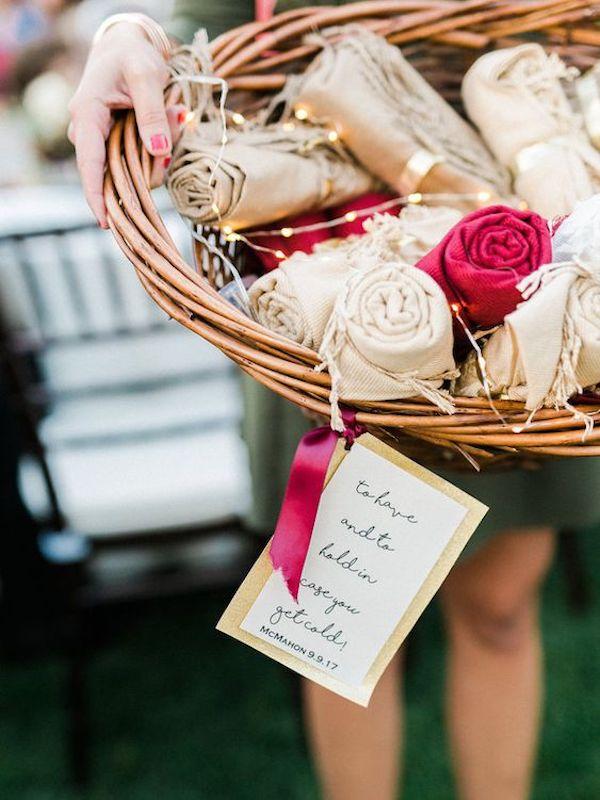 bufandas    favores para una boda de otoño