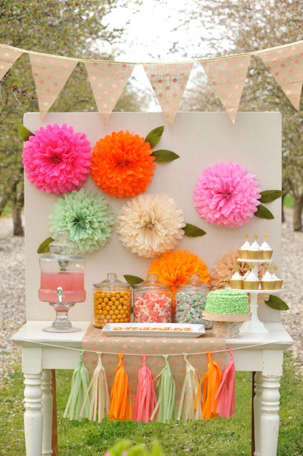 Fondo para fotomatón con flores de papel de seda