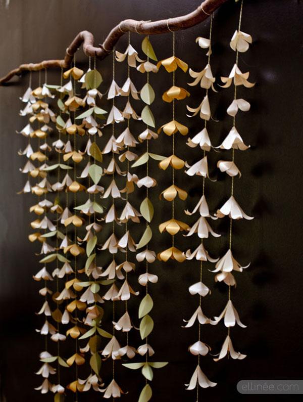 Fondo para fotomatón con flores de papel.