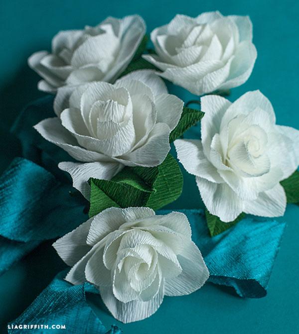 Gardenias de papel crepé de bricolaje