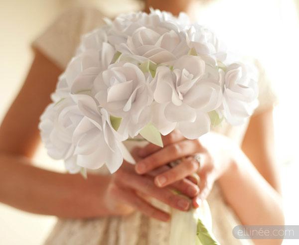 ramo de rosas de papel