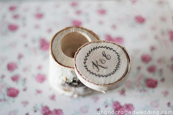 Soporte de anillo de boda de madera rústica de bricolaje