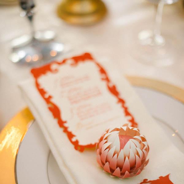 Tarjeta de lugar de boda de flor de papel de bricolaje