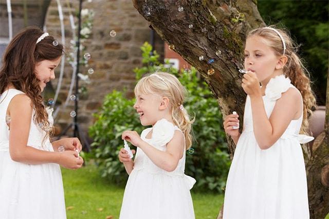 niños pompas de jabón boda