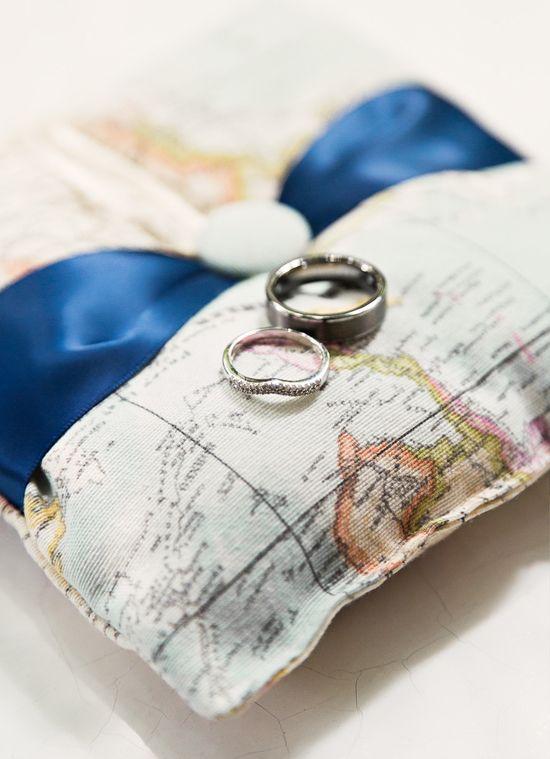 boda temática viajes .almohada anillo de bodas