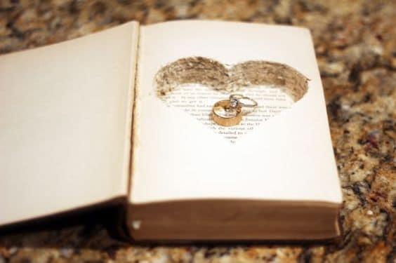 titular de anillo de libro