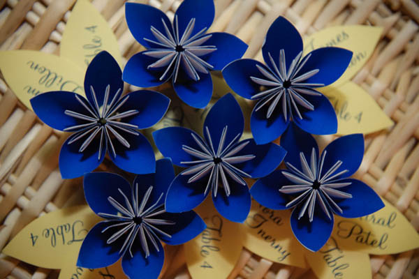 Tarjeta de acompañante de origami de bricolaje