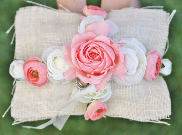 Almohada de anillo de bodas rústica de bricolaje